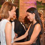 """""""Wow, siehst du toll aus!"""", denkt sich wahrscheinlich Rebecca Mir beim Anblick von Modelmama Eva Padberg."""