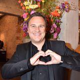 Designer Guido Maria Kretschmer schenkt den vielen starken Frauen ganz viel Liebe!