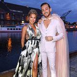 Sylvie Meis, in Galia Lahav, und Riccardo Simonetti, in Marina Hoermanseder, geben ein stylisches Couple ab.
