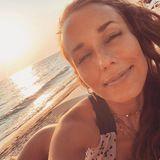 18. September 2019  Sich am Strand entspannt in der Sonne zu räkeln, gehört auch für Annemarie Carpendale fest ins Urlaubsprogramm. Nur das Eincremen nicht vergessen!