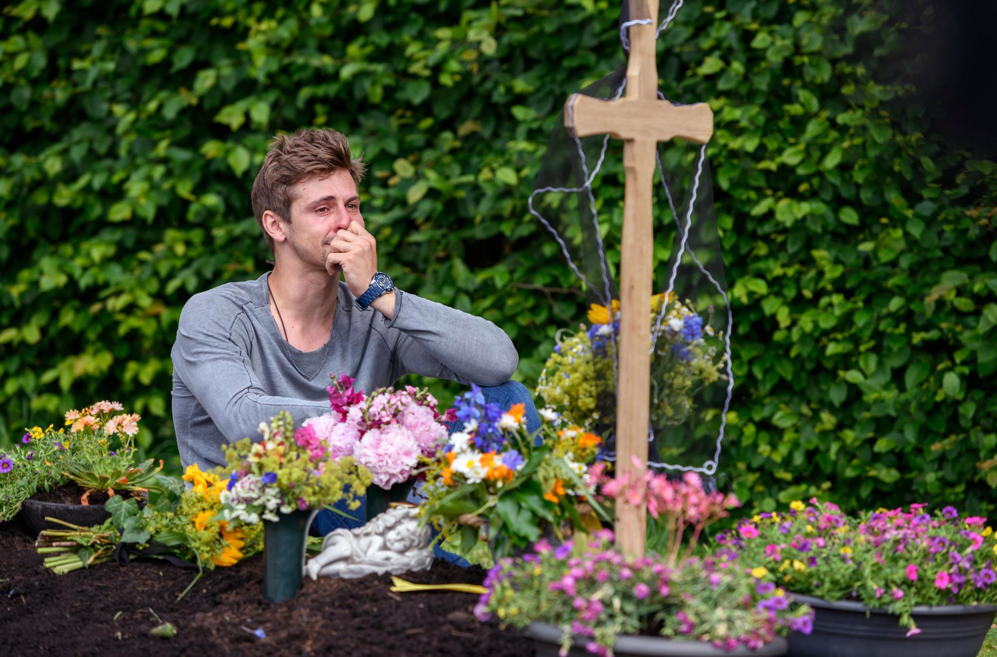 """Sturm der Liebe"": Paul (Sandro Kirtzel) trauert um Romy"