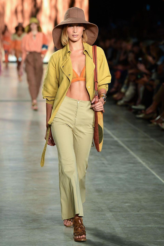 Bella Hadid fürAlberta Ferretti Frühjahr/Sommer 2020