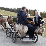 Per Kutsche verlassen die beiden den Bergbauernhof.