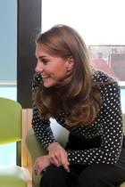 """19. September 2019  Eine nette Überraschung ist der unangekündigte Besuch von Herzogin Catherine im Kinderzentrum """"Sunshine House Children and Young People's Health and Development Centre"""" in Camberwell, London. Kate ist Schirmherrin von Evelina-Charity, die das Projekt unterstützt."""
