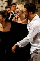 Katy Perry (links) und Orlando Bloom (rechts) feiern mit Freunden in Rom.