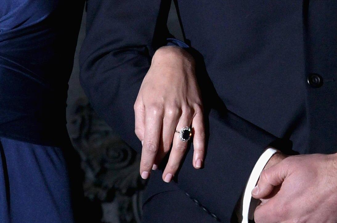 Kates Verlobungsring war ursprünglich ein Geschenk von Prinz Charles an WilliamsverstorbeneMutter Diana 1981.