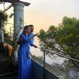 20. September 2019  Prinzessin Sofia und Prinz Carl Philip genießen den Ausblick auf Capris Küste von der Villa San Michele aus. Und ihre Instagram-Follower können den traumhaften Look der Prinzessin genießen. Der ist Zara und mit ca. 50 Eurosogar ein echtes Schnäppchen. Wenn er denn nicht schon ausverkauft wäre. Das Prinzenpaar besucht auf der Insel die Hochzeit ihrer FreundeCarolina Pihl und Gunnar Eliassen.