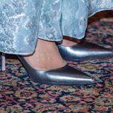Die Schuhe von Victoria sind perfekt auf die Top-Rock-Kombination abgestimmt.