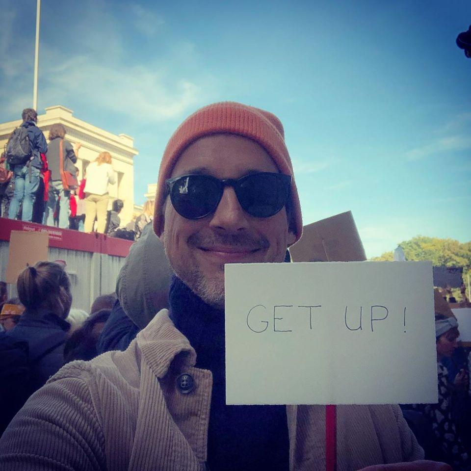 """""""Get Up!"""" fordert Schauspieler Florian David Fitz auf Instagram und macht deutlich, dass auch kleine Dinge helfen."""