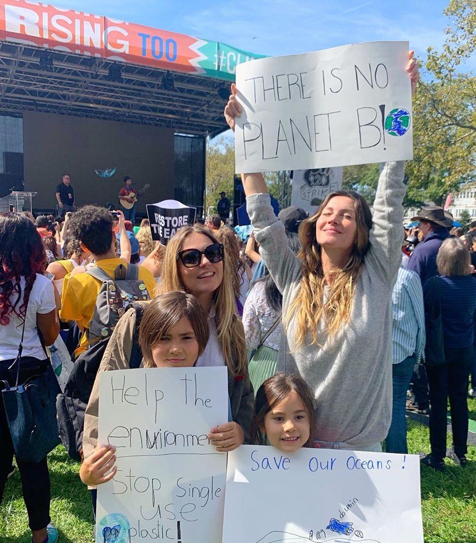 Gisele Bündchen schließt sich dem Klimastreik in Manhattan an und ist stolz auf die vielen jungen Leute, die sich der Klimakrise bewusst sind und dagegen kämpfen.