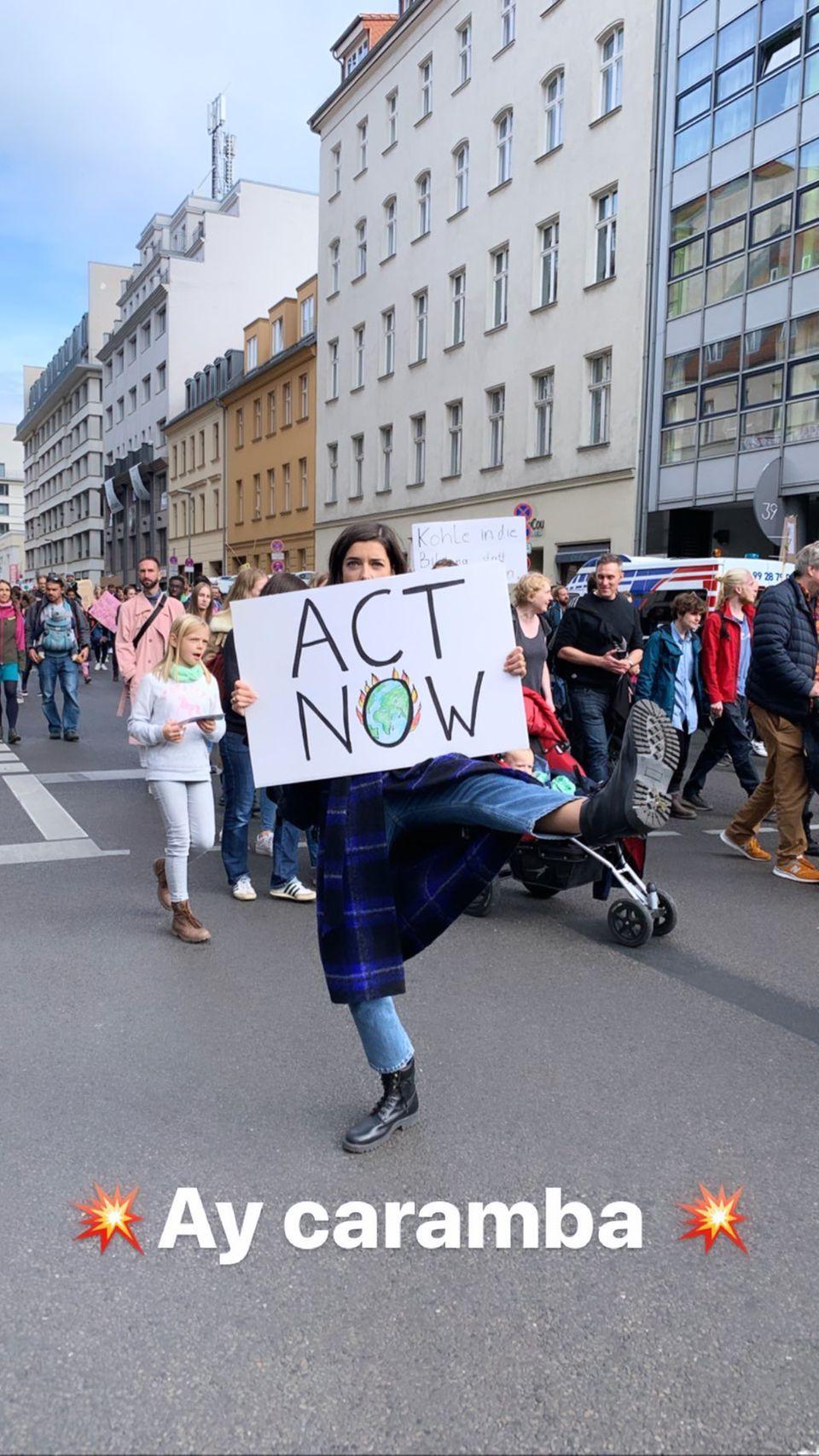 """""""Act Now"""" lautet die deutliche Botschaft von Marie Nasemann in Berlin."""