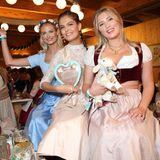 """Darya Strelnikova, Vanessa Fuchs und Luna Schweiger ziehen beim """"Frühstückbei Tiffany"""" in ihren feschen Dirndln alle Blicke auf sich."""