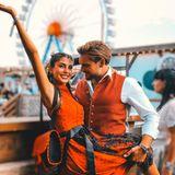 Auch Yeliz Koc und Johannes Haller halten ihren liebsten Wiesn-Moment für Instagram fest.