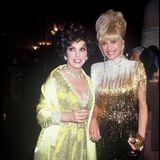 Das Glitzerkleid von Designer Bob Mackie hat sich Ivanka offenbar bei ihrer Mutter Ivana Trump geliehen. Denn die trug dieauffällige Kreation schon im Jahr1991 bei einer Veranstaltung. Scheint ganz so, als wären die Trumps Meister in der Verwertung von Vintage-Kleidung.