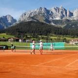 Excellence Club 2019: Grund zur Freude über das gewonnene Tennismatch haben Astrid Bleeker (G+J) und Barbara Evans (mediaplus).