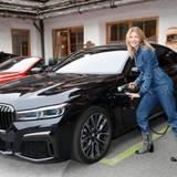 Excellence Club 2019: Ursula Karven und die anderen Ladies werden das gesamte Wochenende mit dem komfortablen BMW-VIP-Shuttle gefahren.
