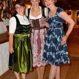 Excellence Club 2019: Beate Hafeneder (G+J), Bibiana Steinhaus und Veronika Rost (Estée Lauder) präsentieren sich in hübschen Dirndln.