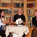 Excellence Club 2019: Tina Müller (Douglas) und Julia Jäkel (G+J) geben Einblicke in ihren Führungsalltag. Moderiert wird der Talk  von Anne Meyer-Minnemann (G+J).