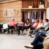 """Excellence Club 2019: Nach einer gemeinsamem Meditation lauschen die Damen dem Vortrag von Dr. Boris Bornemann zum Thema """"Innere Stärke durch Meditation – wie sie uns hilft, umsichtiger, effizienter und entspannter zu führen""""."""