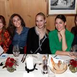 Excellence Club 2019: Einen schönen Anblick bieten diese Damen beim gemütlichen Abschieds-Dinner (v.l.): Sedef Aygün (Titanic Berlin), Nazan Eckes, Anne Meyer-Minnemann (G+J), Jasmin Gerat und Nilam Farooq.