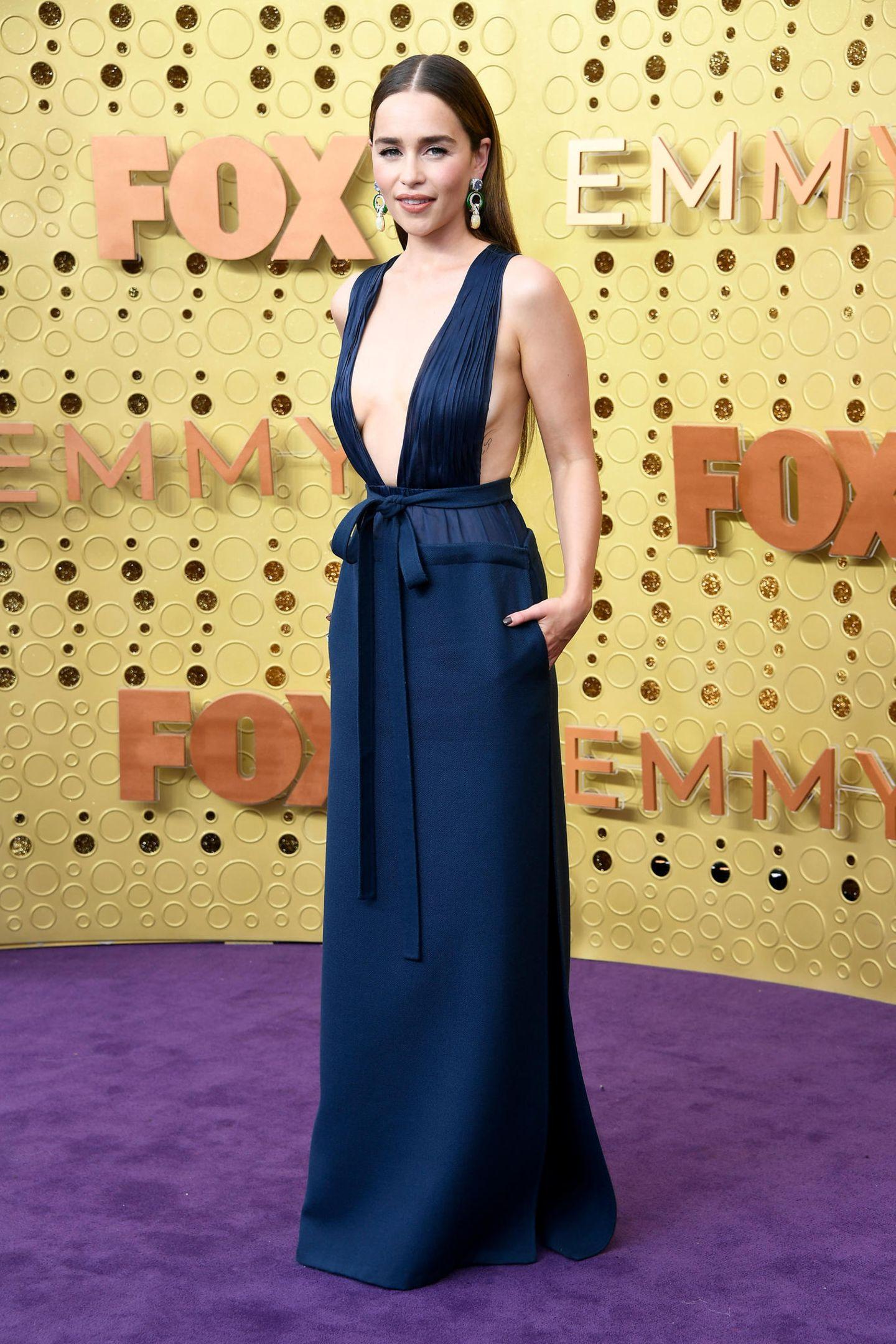 Aufgeschlossen: Emilia Clarke in Valentino Haute Couture