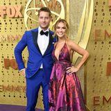 """Farbe für den Emmy-Carpet: """"This Is Us""""-Star JustinHartley mit seiner FrauChrishell."""