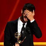 """Ben Wishaw kann sein Emmy-Glück kaum fassen. Er ist diesjähriger Bester Nebendarstellerin in einer Miniserie, und zwar """"A Very English Scandal""""."""