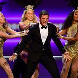Das Publikum kann die Tanzeinlagen von Schauspieler und Comedian Adam DeVine bewundern.