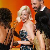 """Michelle Williams kann sich über ihren Emmy als Beste Hauptdarstellerin in der Miniserie """"Fosse/Verdon"""" freuen."""
