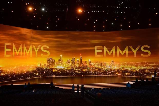 Wie schon bei den Oscars gibt es auch bei der diesjährigen Emmy-Verleihung keinen Moderator, sondern viele einzelne Präsentatoren. Dafür ist die Bühne desMicrosoft Theatres in Los Angeles ums größer.