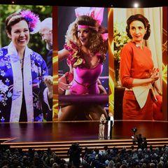 """Groß und klein:Amy Poehler und Catherine O'Hara stellen die Nominierten in der Kategorie""""Herausragende Nebendarstellerin in einer Comedy-Serie"""" vor."""