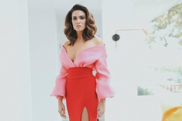 Mandy Moore trägt ein Kleid von Brandon Maxwell.