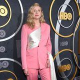 """Im pinkfarbenen Glamour-Anzug lässt es sich für """"GoT""""-Star Gwendoline Christie bequemerweiterfeiern."""