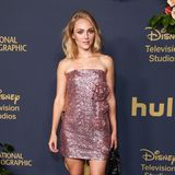 AnnaSophia Robb besucht die Emmy-Party von Disney im stylischen Pailletten-Minidress.
