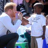 Prinz Harry + Herzogin Meghan: High five! Prinz Harry zeigt wie immer keine Berührungsängste und genießt den Kontakt zu den Einwohner.