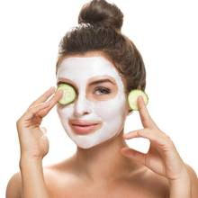 Mit wenigen Zutaten aus dem heimischen Kühlschrank können Sie Ihre Gesichtsmasken selber machen.