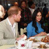 Prinz Harry + Herzogin Meghan: Als letzten Programmpunkt ihres ersten Tages in Südafrika genießen Prinz Harry und Herzogin Meghan einen Kochabend mit Einheimischen.