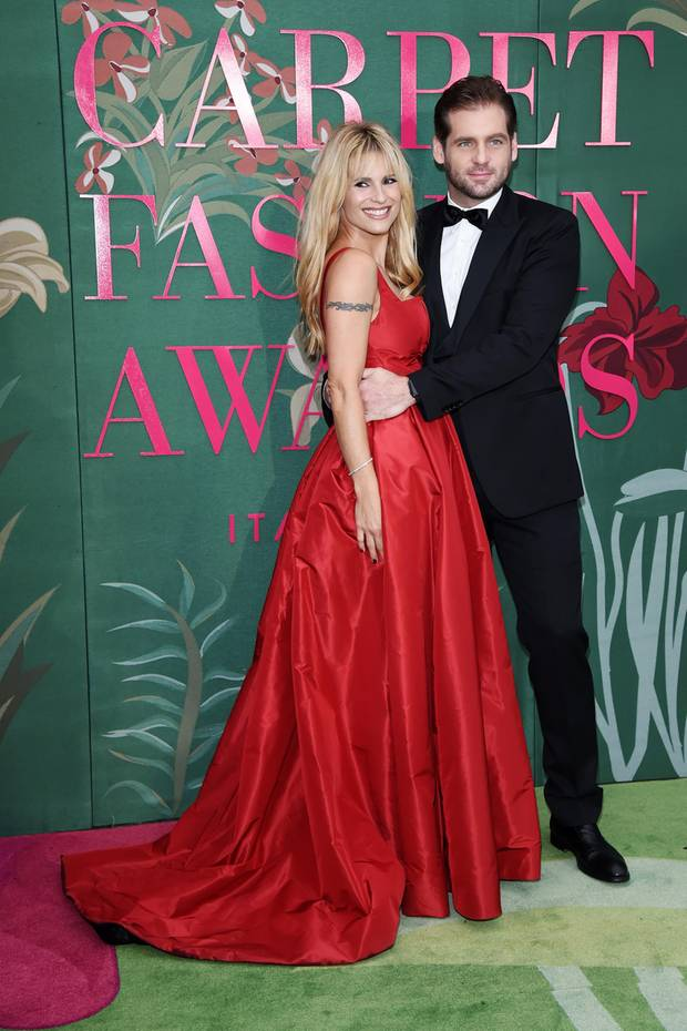 Zu den Green Carpet Fashion Awards in Mailand kommt Michelle Hunziker in einer Kreation von Trussardi. Ihr Abendkleid wird aus Bio-Seide gefertigt – wie nachhaltig!