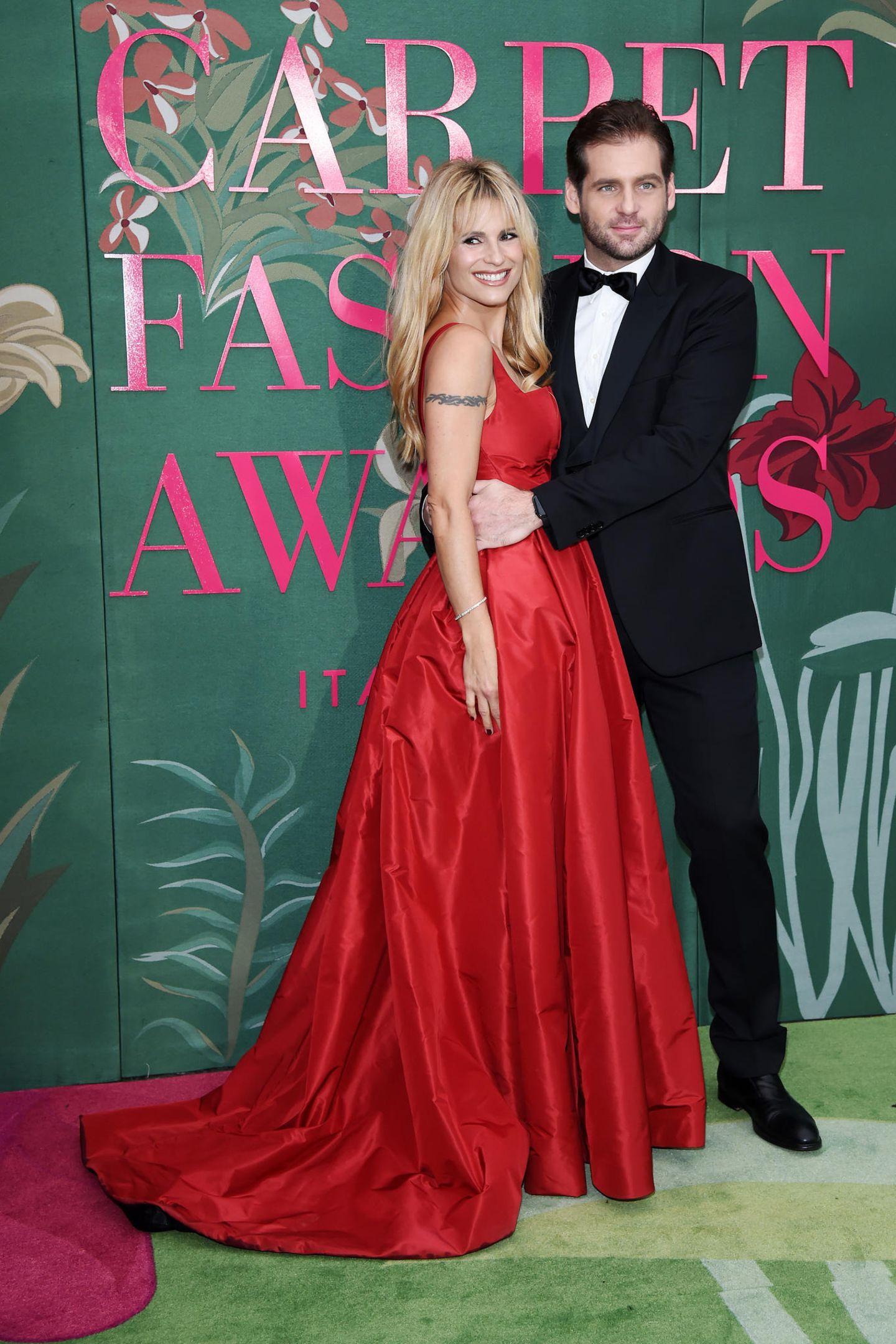 Zu den Green Carpet Fashion Awards in Mailand kommt Michelle Hunziker in einer Kreation von Trussardi. Ihr Abendkleid wird aus Bio-Seide gefertigt – wie nachhaltig!