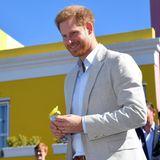 Prinz Harry + Herzogin Meghan: Auch Prinz Harry freut sich über die herzliche Art der anwesenden Gäste.