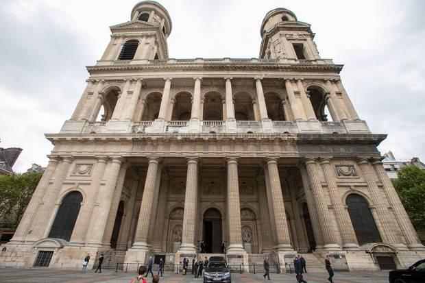 Die Trauerfeier findet am 24. Spetember 2019 in der Pariser Pfarrkirche Saint-Sulpice im Stadtteil Saint-Germain-des-Prés statt. Lindbergh lebte unter anderem in der französischen Metropole.