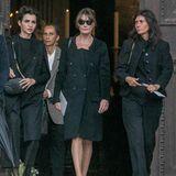 Auch Carla Bruni (Mitte), Ehefrau des ehemaligen Präsidenten Frankreichs, Nicolas Sarkozy, hat die Beerdigung in Paris besucht.