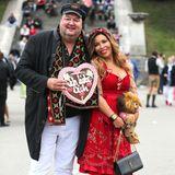 """Patricia Blanco besucht das Oktoberfest mit ihrem Freund Andreas Ellermann. Der hat für seine Liebste ein großes Lebkuchenherz mit der Aufschrift """"Ich liebe Dich"""" dabei."""