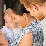 Prinz Harry + Herzogin Meghan: Der kleine Archie freut sich dabei zu sein und zieht alle Blicke auf sich. Für ihn ist es die erste offizielle Reise seit seiner Geburt.