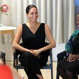 """Prinz Harry + Herzogin Meghan: Am Nachmittag besucht Herzogin Meghan im """"Woodstock Exchange"""" in Kapstadt einen Event für Entrepreneurinnen, die soziale Probleme unternehmerisch angehen. In der Runde starker Frauen scheint sich Meghan gut aufgehoben zu fühlen."""