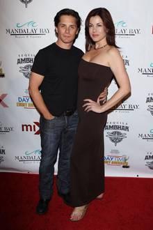 """Billy Warlock (hier 2010), der in """"Baywatch"""" """"Eddie Kramer"""" spielte, konnte zwar 2007 noch eine Rolle in """"Schatten der Leidenschaft"""" ergattern, wurde jedoch kurze Zeit später wieder entlassen. Seit 2006 ist er mit Julie Pinson verheiratet."""