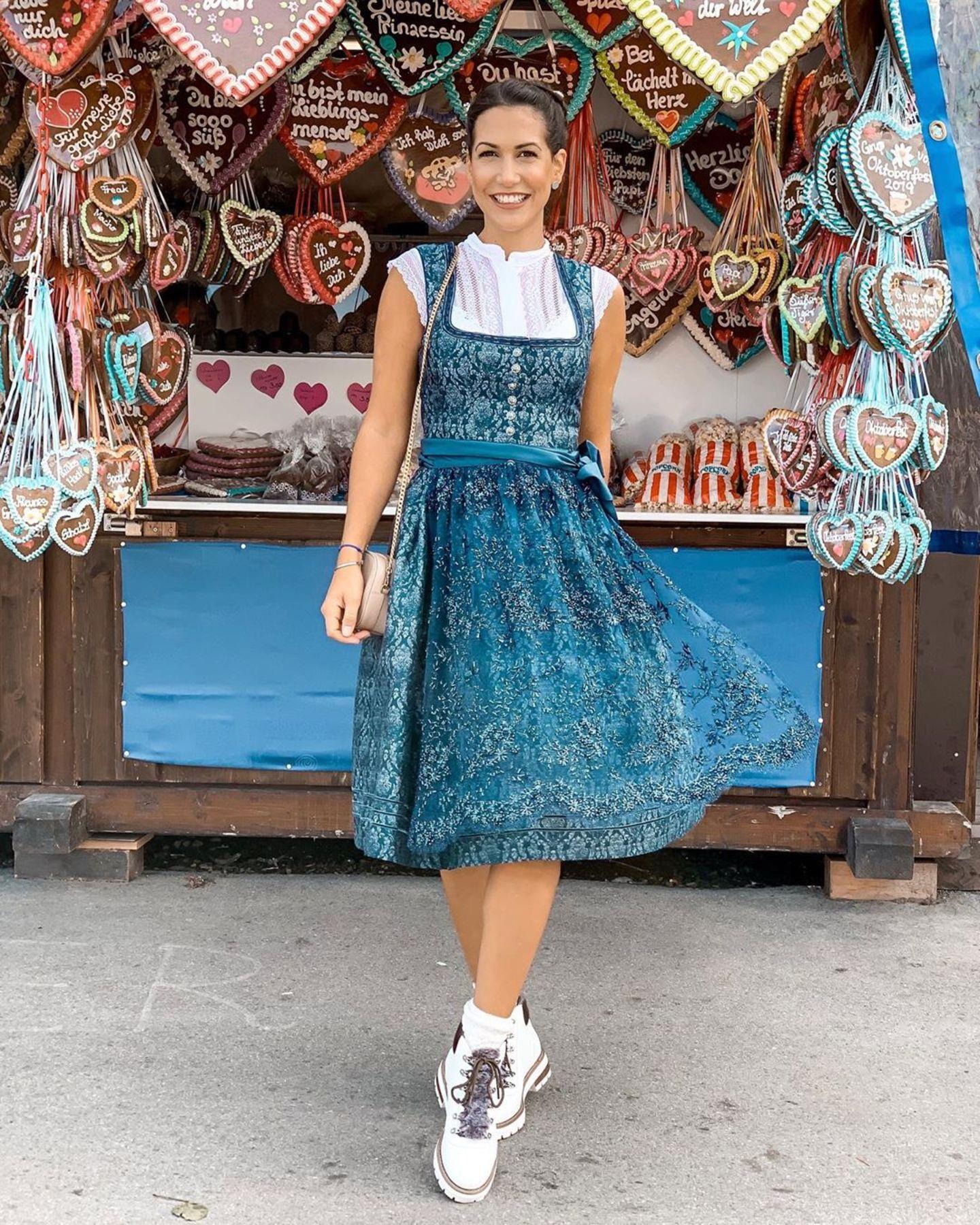 Clea-Lacy Juhn ist erst zum zweiten Mal auf dem Oktoberfest und freut sich besonders über die Stimmung und das lecker Essen.
