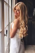Influencerin Pamela Reif hat wirklich beneidenswertes Haar. Trotz Färbung sind ihre Haare extrem lang, dick und gepflegt. Doch das Geheimnis dahinter ist durchaus ungewöhnlich ...