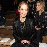 Dior-Muse und Werbegesicht Jennifer Lawrence freut sich sichtlich auf die neue Kollektion von Designerin Maria Grazia Chiuri.