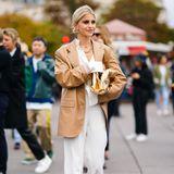 Die deutsche Influencerin Caro Daur ist ein gern gesehener Gast bei internationalen Fashionshows. In Paris macht sie sich stilsicher auf den Weg zur Show von Rochas.